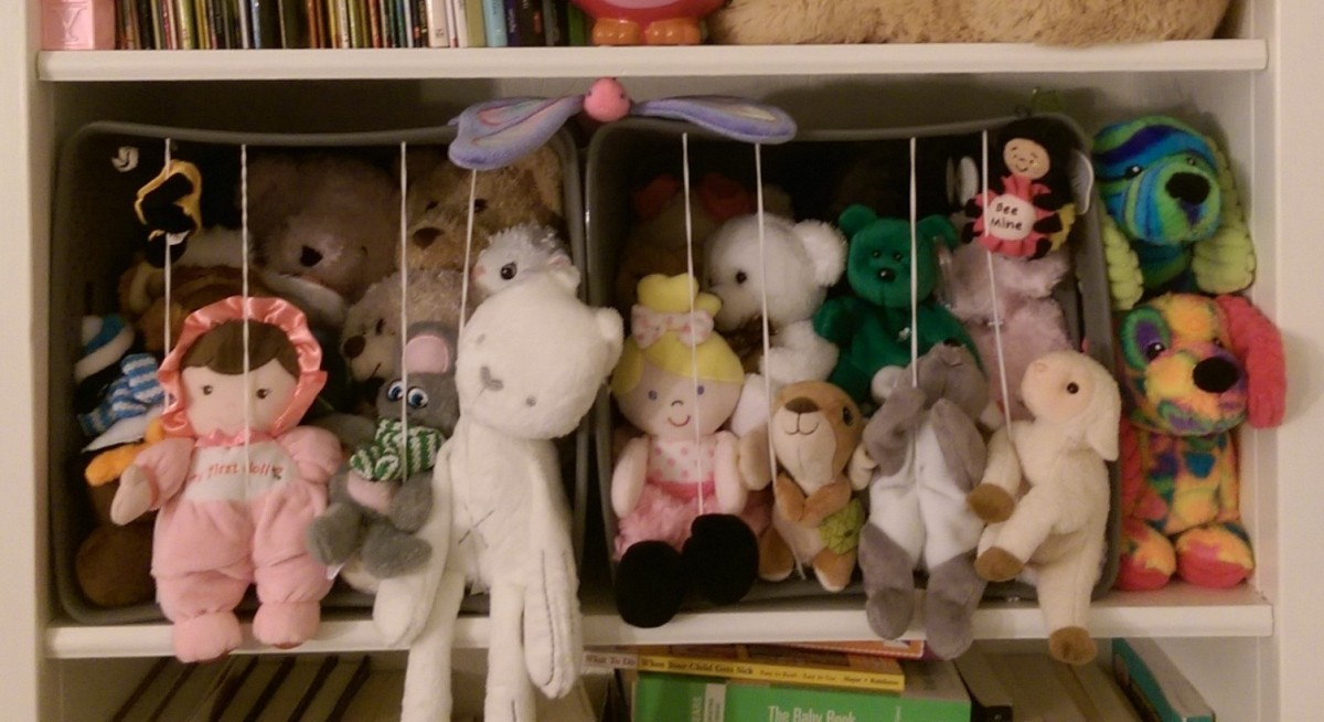 DIY Stuffed Animal Zoo in Bookshelf